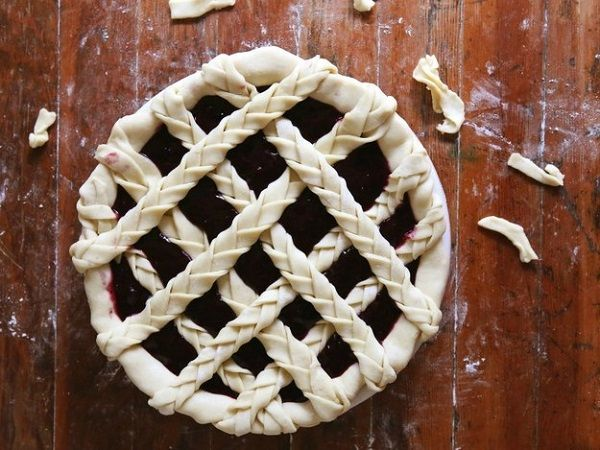 15 Оригінальних способів прикрасити святковий пиріг: зроби зі звичайного страви шедевр!