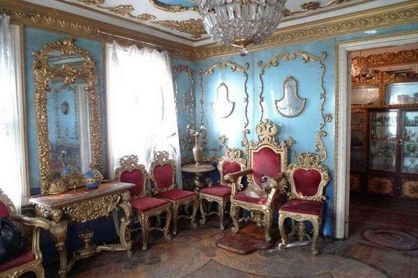 Історія про те як простий сільський мужик зробив царський палац своїми руками.