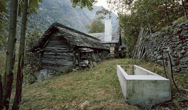 Можна подумати, що це просто стара хатина. Але важко уявити, що всередині