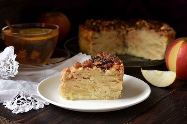«Невидимий» яблучний пиріг: сама смачна випічка за бабусиним рецептом!