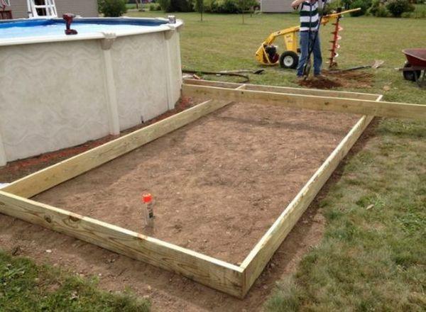 Зробивши пару отворів в землі, чоловік перетворив звичайний розбірний басейн в щось!