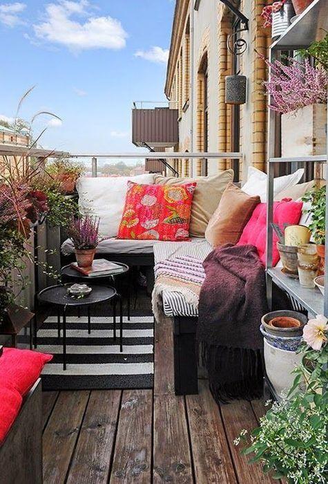 Чудові і компактні ідеї меблів для маленьких балконів